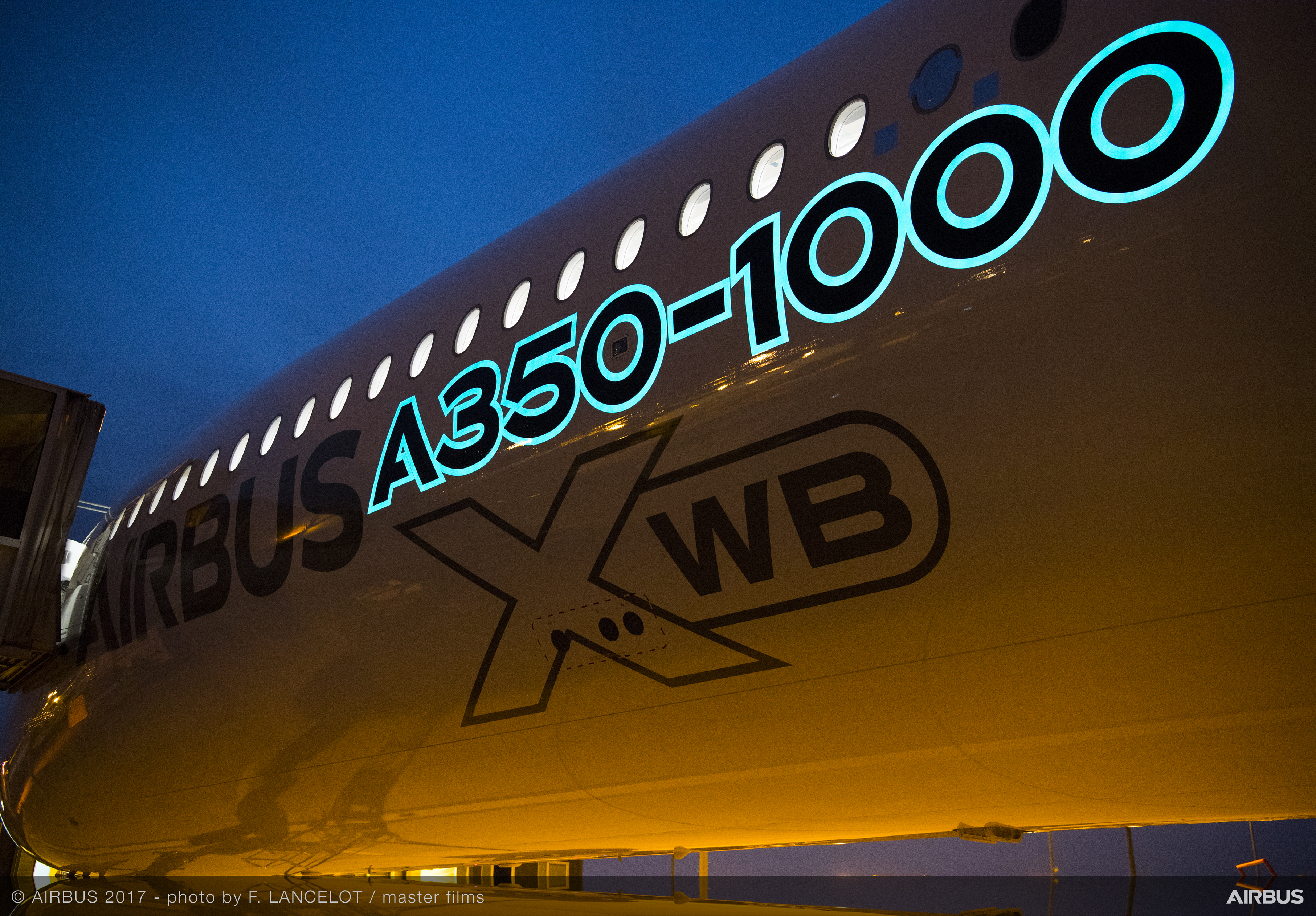 Airbus A350-1000 electroluminescent