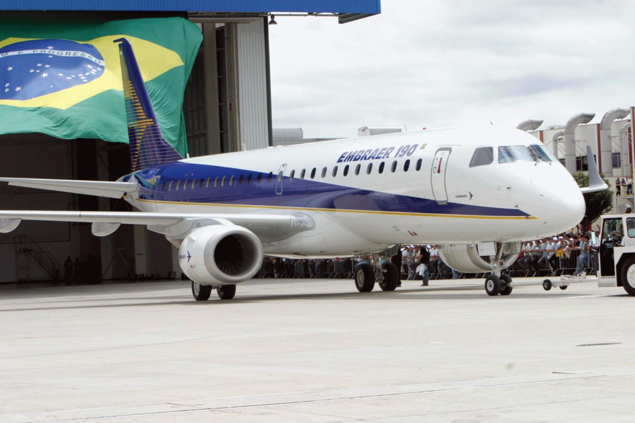 Embraer 190 Brazilian flag