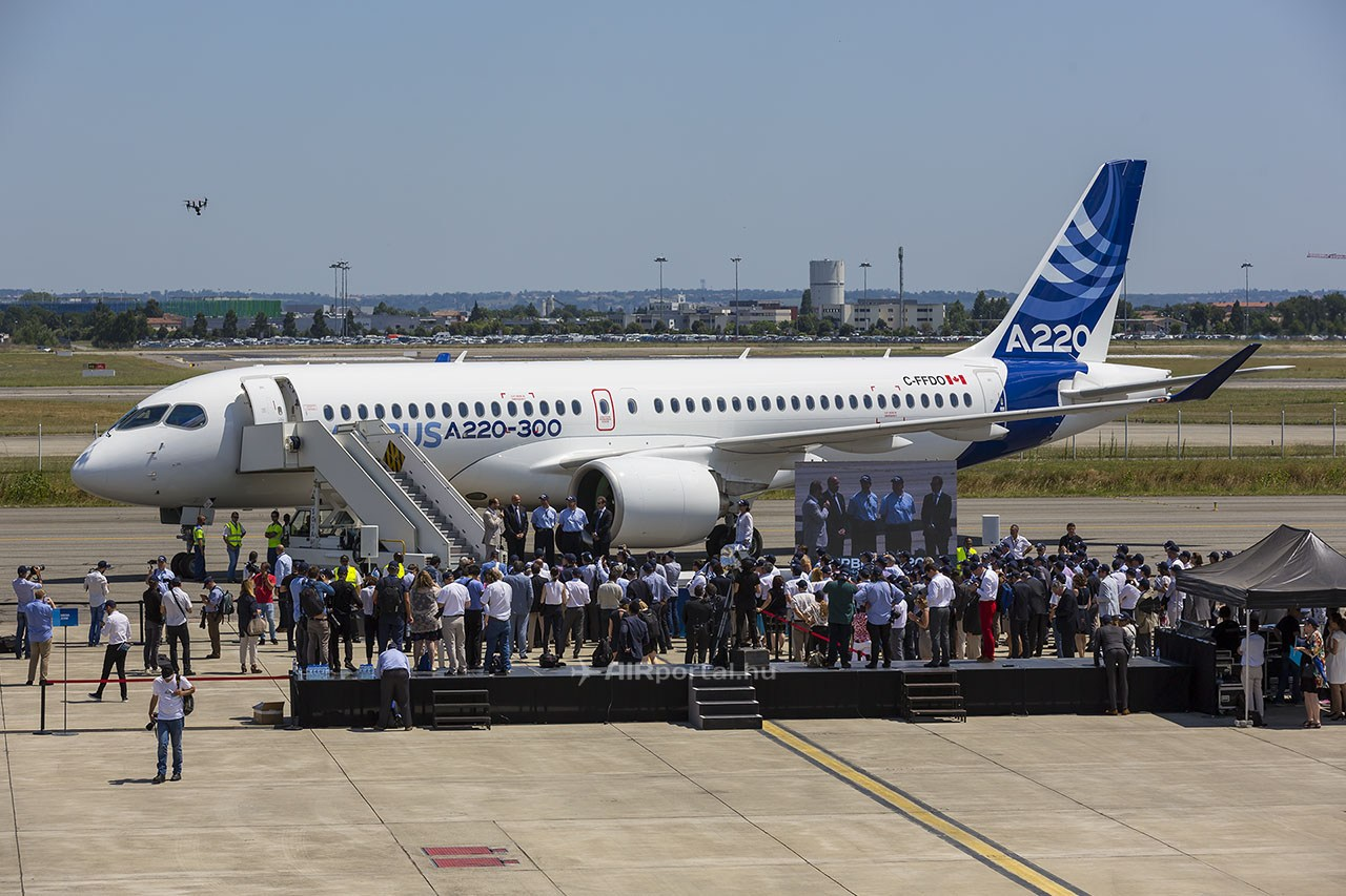 Airbus A220-300 Toulouse Airport